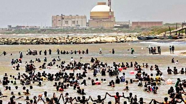 Kudankal protestors in water